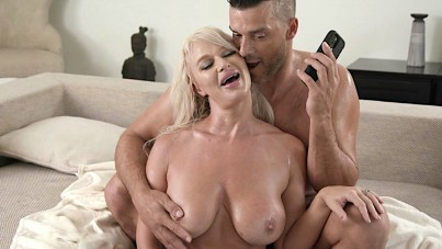 Her Husband Wants Facing Listen Newfangled Concluded Fucking Phone